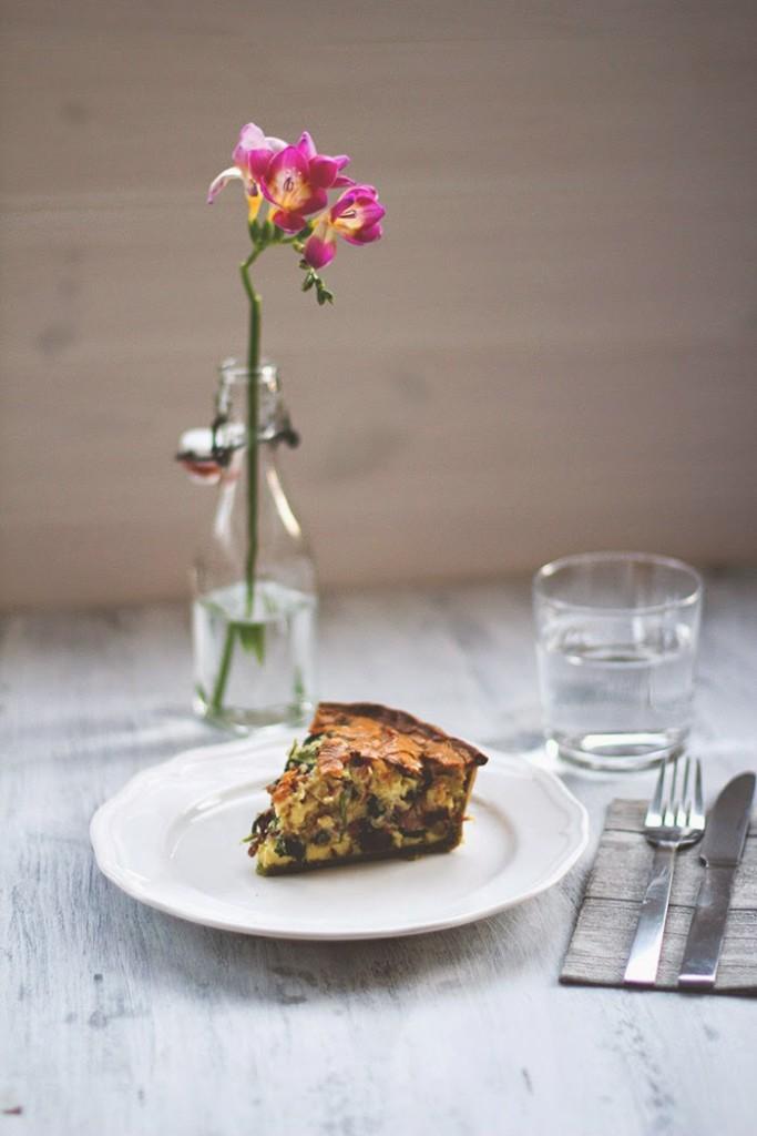 Spinat-Quiche mit Bacon und grünem Spinatboden