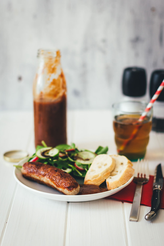 Rezept für selbst gemachten Rhabarberketchup | die perfekte Grillsauce, zu Fleisch, Würstchen, Gemüse und Halloumi vom Grill | moeyskitchen.com #ketchup #rhabarberketchup #grillsauce #grillen #bbq #barbecue #sauce #rezepte #foodblogger
