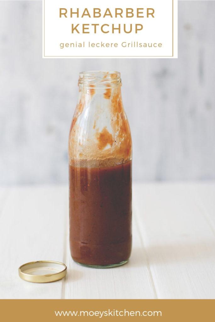 Rezept für selbst gemachten Rhabarberketchup | eine der leckersten Grillsaucen für den Sommer: Rhabarber-Ketchup | moeyskitchen.com #rhabarber #ketchup #rhabarberketchup #sauce #grillsauce #bbqsauce #bbq #barbecue #grillen #foodblogger #rezepte