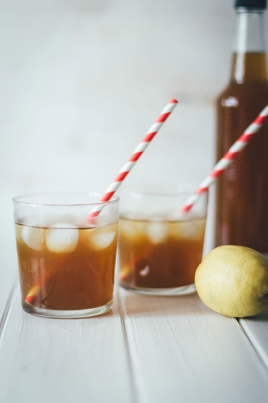 Rezept für Mate Eistee – selbst gemachte Hipterlimo mit Bio-Mate und Vollrohrzucker | moeyskitchen.com #drinks #egtränke #summerdrink #sommergetränk #mate #matetee #eistee #limo #limonade #homemade #foodblogger #rezepte
