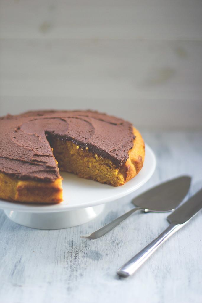 Herbstgenuss: Saftiger Kürbiskuchen aus Butternusskürbis mit Schokoladen-Ganache