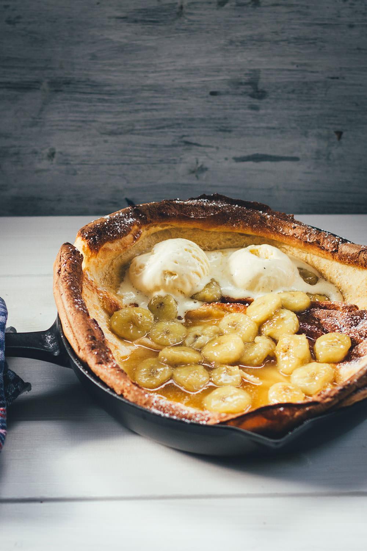Ofenpfannkuchen mit karamellisierter Banane – Dutch Baby Pancake - moey's kitchen foodblog