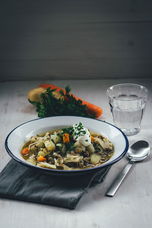 Rezept für Weißkohl-Eintopf mit Lammhackfleisch, Kartoffeln und Möhren | deftiger Eintopf für den Herbst und Winter | moeyskitchen.com #eintopf #herbst #winter #weißkohl #kohl #rezepte #foodblogger #soulfood