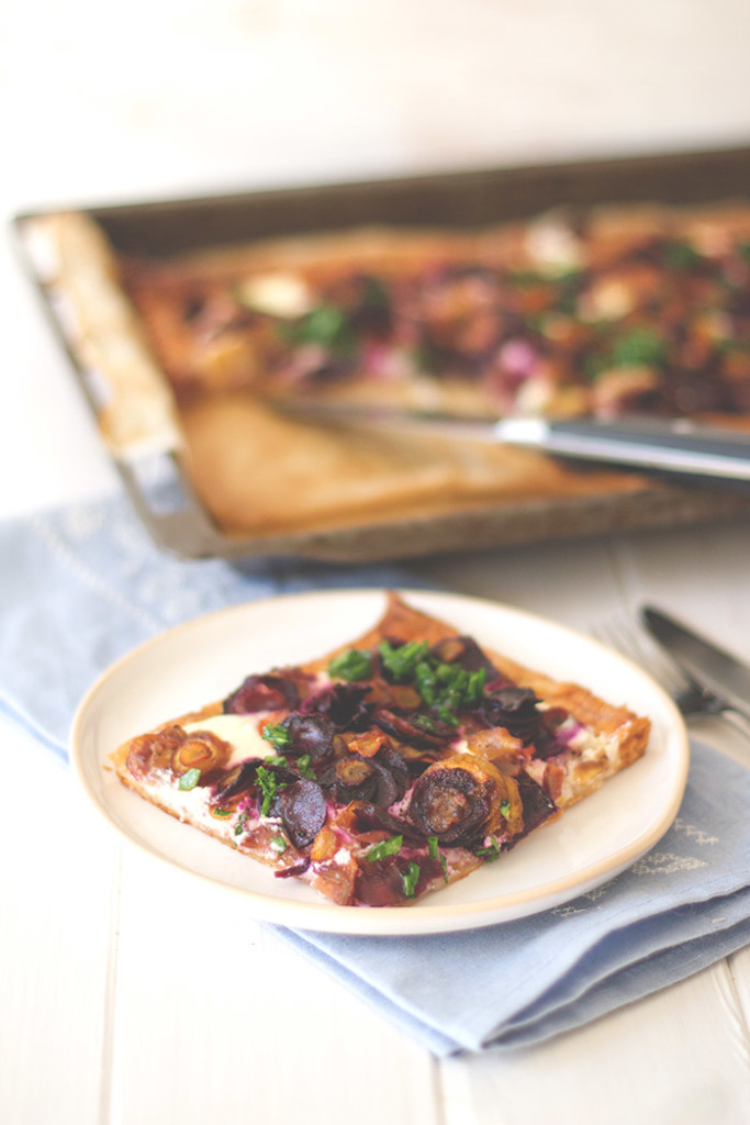 Für die schnelle Feierabendküche: Rezept für knusprige bunte Möhrentarte mit bunten Karotten und Ricotta