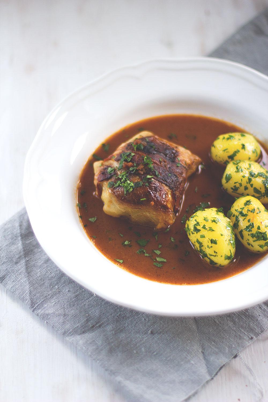 Rezept für klassische Kohlrouladen mit Fleischfüllung und Petersilienkartoffeln | moeyskitchen.com