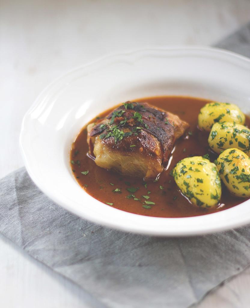 Die Mädchenküche kocht zusammen #4: Kohlrouladen! Rezept für klassische Kohlrouladen mit Fleischfüllung und Petersilienkartoffeln