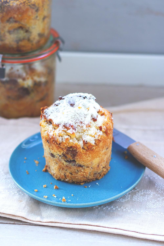 Nougatstollen im Glas | Saftiger Butter-Hefe-Stollen mit Nussnougat und gerösteten Haselnüssen | im Glas gebacken ein tolles Geschenk aus der Küche | moeyskitchen.com #stollen #nougatstollen #kuchenimglas #weihnachten #advent #rezepte #foodblog