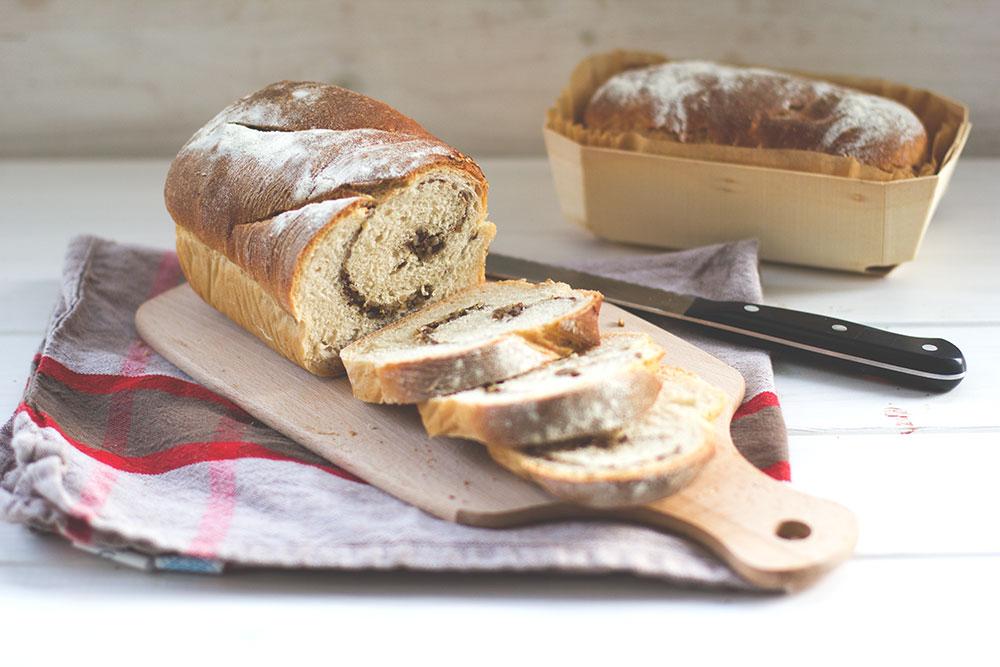 Kastenweißbrot mit Saaten-Swirl (Swirl Toast)