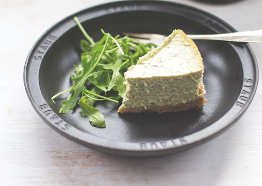 Herzhafter Cheesecake mit Rucola-Pesto
