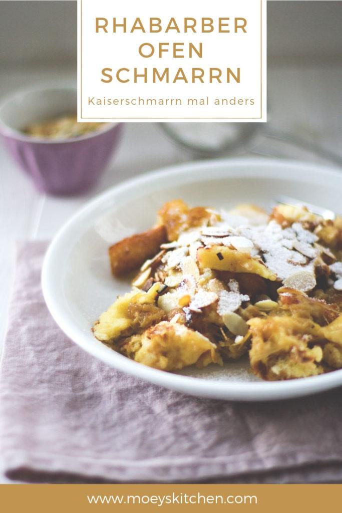 Rezept für fluffigen Rhabarber-Ofen-Schmarrn | frühlingsfrischer Kaiserschmarrn mit Rhabarber und Mandeln | moeyskitchen.com #schmarrn #kaiserschmarrn #rhabarberschmarrn #ofen #rhabarber #frühling #pfannkuchen #backen #rezepte #foodblogger