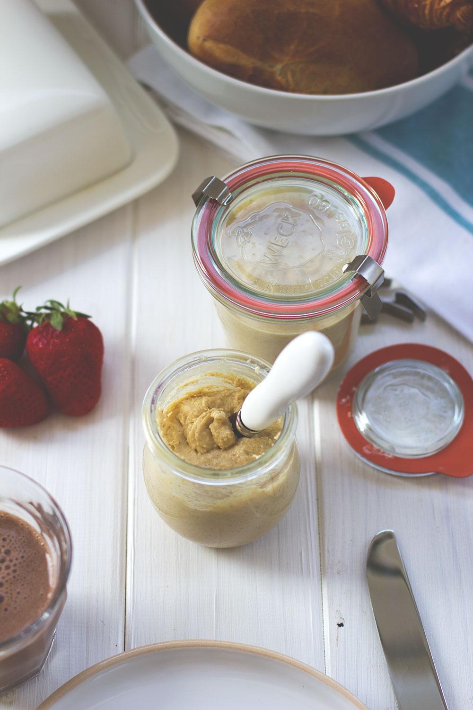 Rezept für lecker-cremige weiße Schoko-Haselnuss-Creme (Rezept mit und ohne Thermomix)