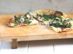 Rezept für leckeren Spargel-Mascarpone-Flammkuchen - Flammkuchen mit grünem Spargel und Mascarpone aus dem Pizzaofen