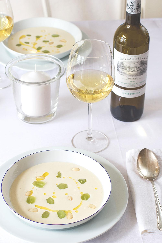 Dîner en blanc | White Dinner mit weißem Bordeaux und Ajoblanco #bordeauxlicious von moeyskitchen.com