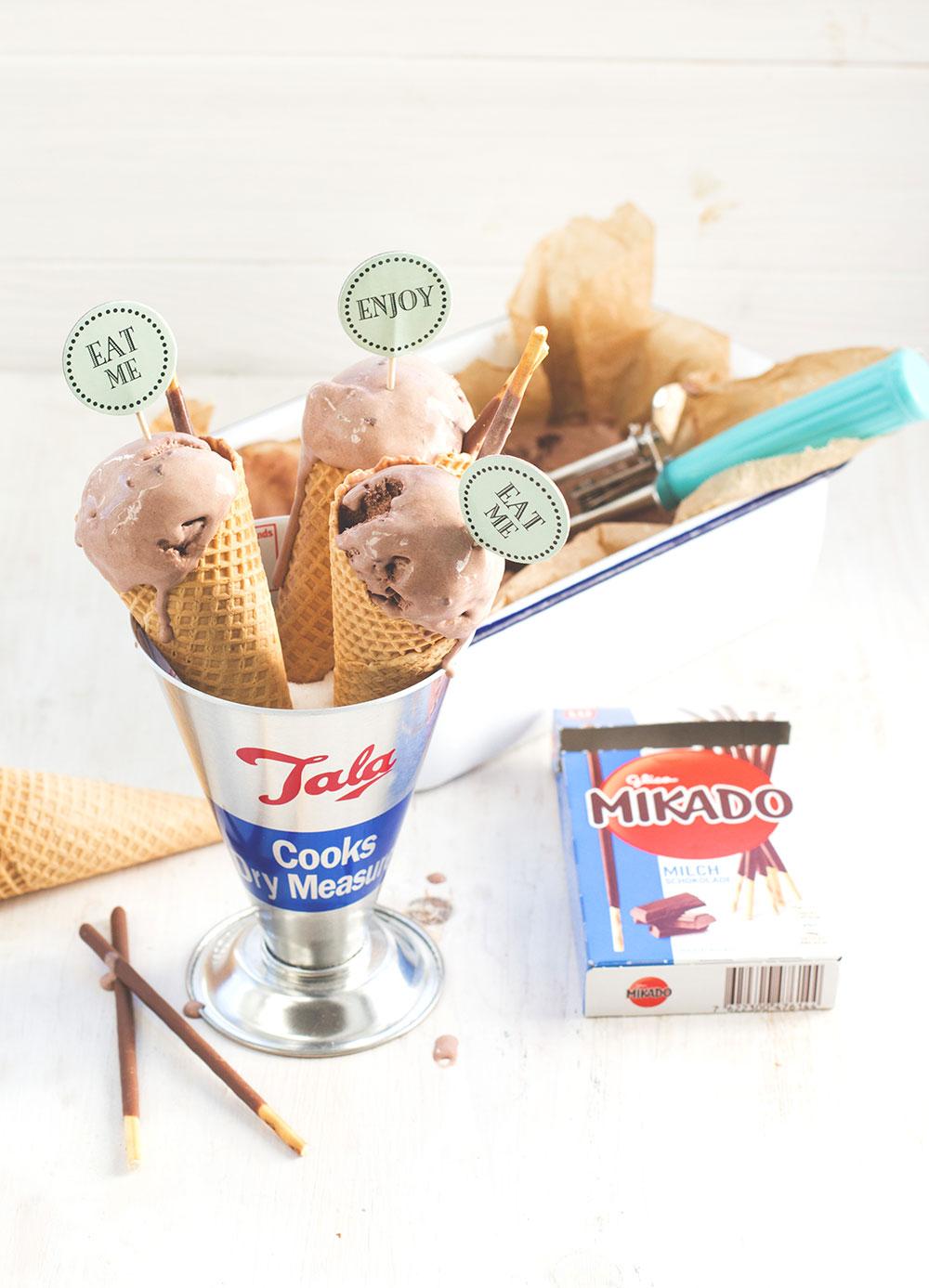 Leckeres Mikado-Schoko-Eis aus MIKADO Sticks von moeyskitchen.com