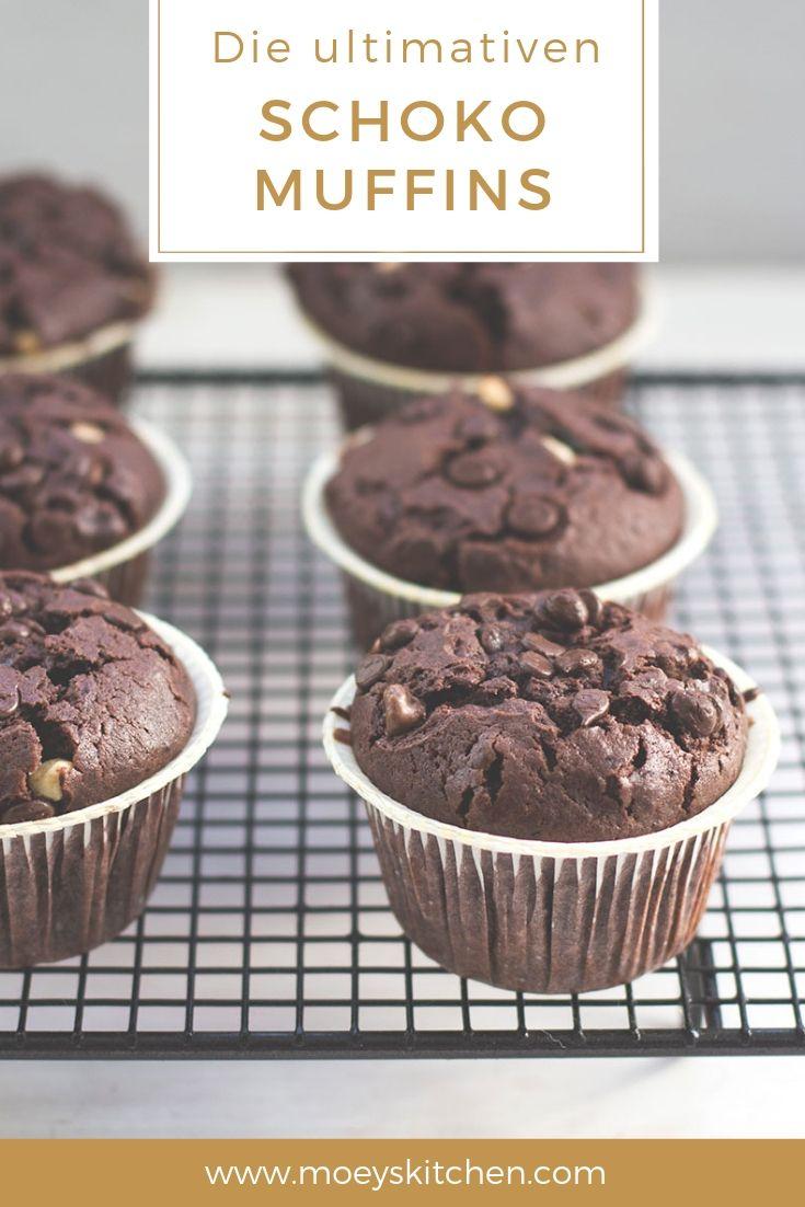 Rezept für die ultimativen Schoko-Muffins | super saftige Muffins mit extra viel Schokolade | moeyskitchen.com #rezepte #muffins #schokomuffins #backrezept #backen #schoko #schokolade #foodblogger