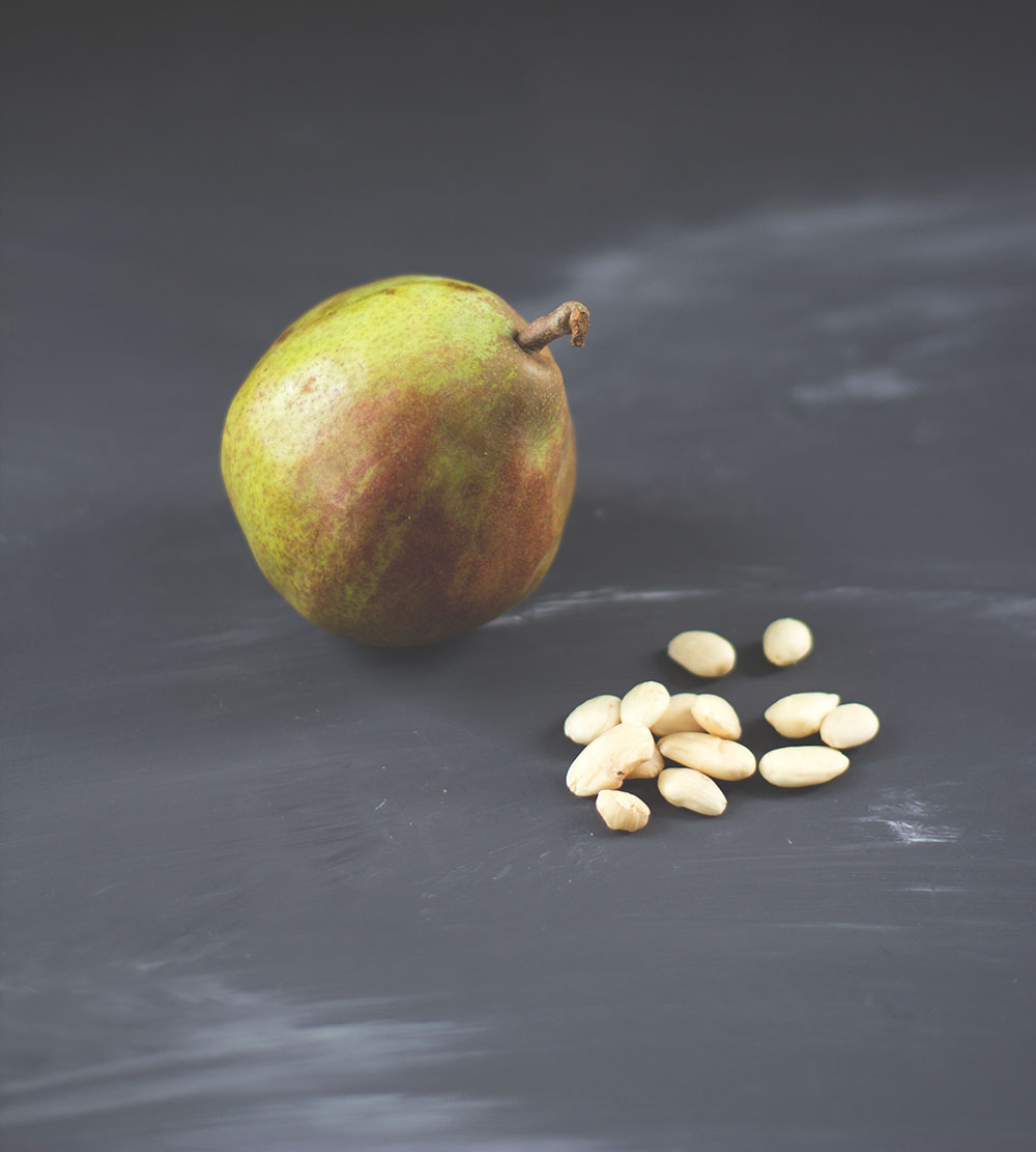 Rezept für schnelle und saftige Friands (Küchlein) mit Birnen und Mandeln von www.moeyskitchen.com