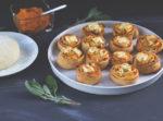Herzhafter Hefeteig: Hefeschnecken mit Kürbis, Salbei, Feta und Walnüssen - leckere Kürbisschnecken