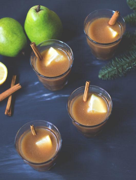 Rezept für leckeren alkoholfreien Birnen-Punsch | schnell gemacht und so lecker | moeyskitchen.com #rezepte #getränk #punsch #birnen #foodblog #winter