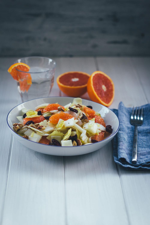 Rezept für leckeren Wintersalat: Chicorée-Orangen-Salat | moeyskitchen.com #salat #winter #wintersalat #winterrezepte #rezepte #foodblogger #chicoree #orangen