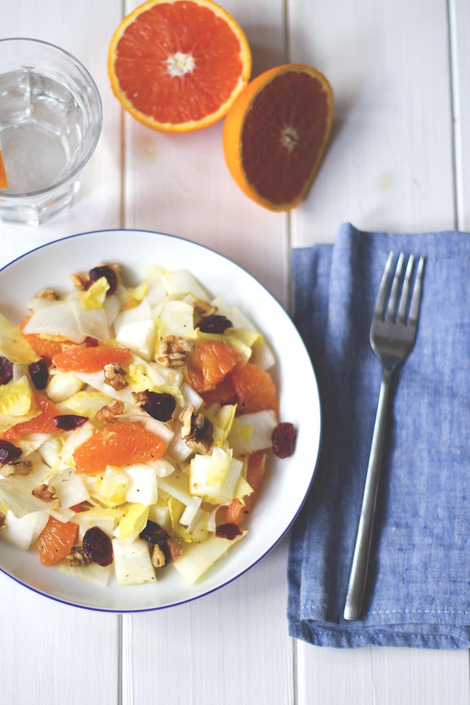 Rezept für leckeren Wintersalat: Chicorée-Orangen-Salat von moeyskitchen.com