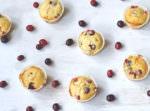 Rezept für saftige Cranberry-Orangen-Muffins von moeyskitchen.com