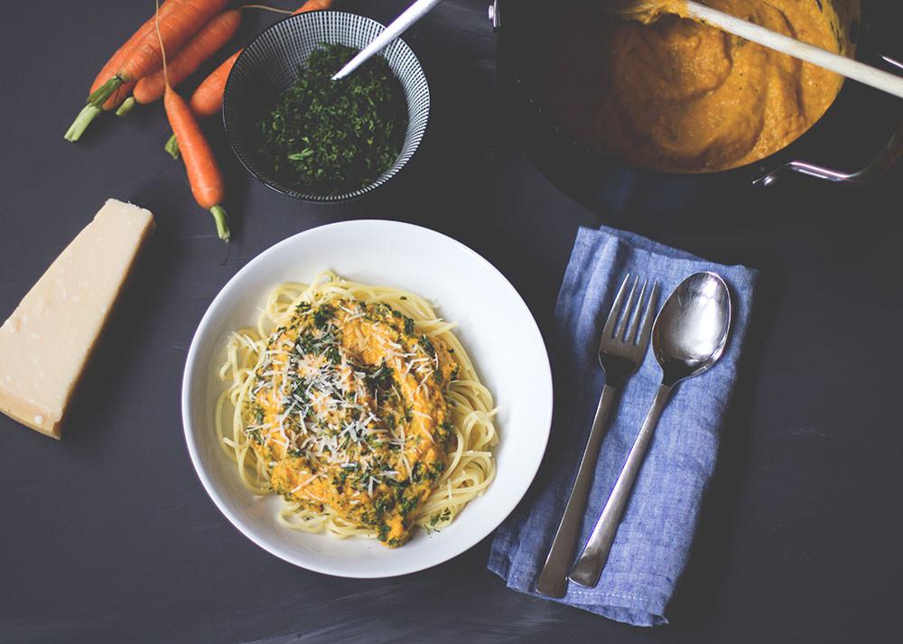 Less Waste Challenge - Weniger wegwerfen! Rezept für Pasta mit Möhrensauce und Möhrengrün