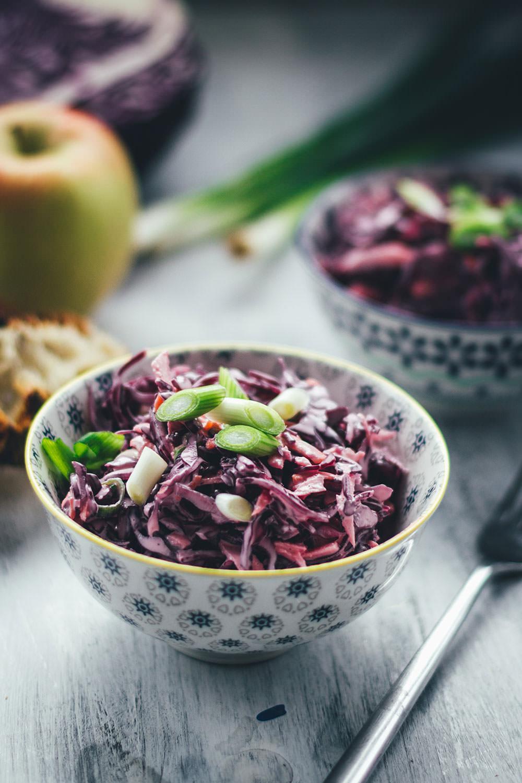 Rezept für cremigen Rotkohl Cole Slaw | moeyskitchen.com #coleslaw #rotkohlcoleslaw #rotkohl #wintergemüse #winter #salat #rezepte #foodblog
