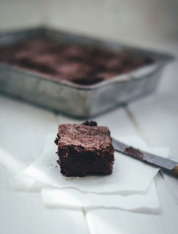 Rezept für Schokoladen Magic Cake mit Malzbier – Kuchen mit drei Schichten | moeyskitchen.com #magiccake #schokoladenkuchen #schokokuchen #kuchen #kuchenbacken #magiccakes #rezepte #foodblogger
