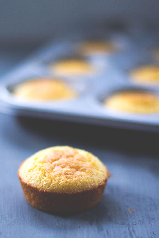Rezept für leckere Corn Muffins - herzhafte Maismehl-Muffins als Beilage zum Dinner
