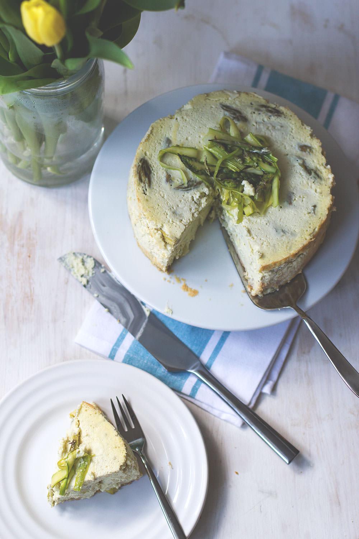 Rezept für Spargel-Cheesecake aus dem Varoma mit Feta und Ricottta zum Thermomix Osterbrunch