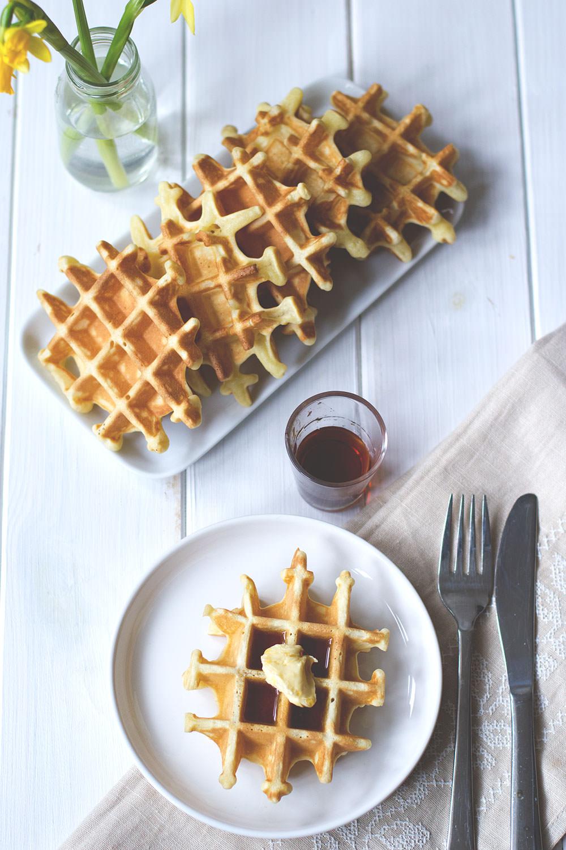 Rezept für leckere Pancake Waffeln zum Sonntagsfrühstück von moeyskitchen.com