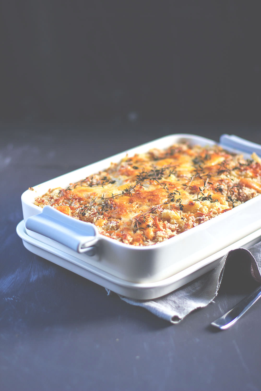 Rezept für Mac and Cheese mit geschmorten Zwiebeln und Bacon-Käse-Kruste von moeyskitchen