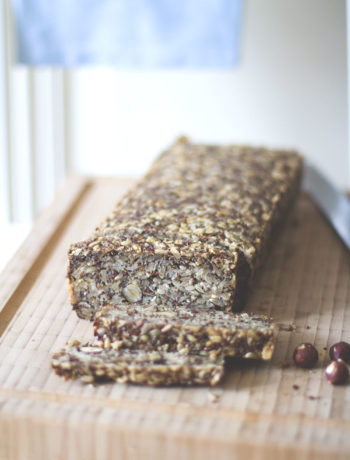 Rezept für Granola-Brot (Müsli-Brot) - vegan, glutenfrei, ohne Hefe | moeyskitchen.com