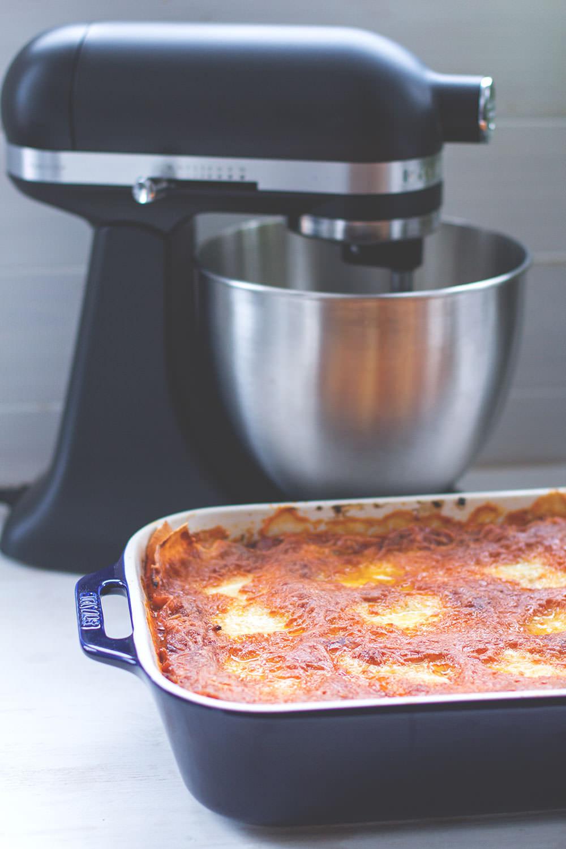 Rezept für klassische Lasagne mit frischer Pasta aus der KitchenAid | moeyskitchen.com #minimoments