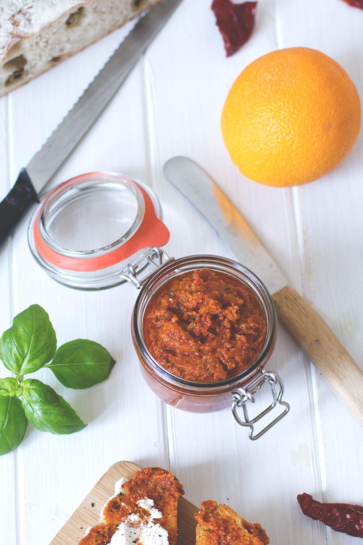 Rezept für Tomaten-Orangen-Pesto als rotes Pesto oder auch Pesto Rosso | moeyskitchen.com