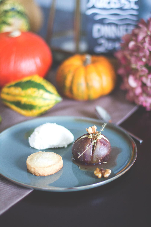 Herbst Dinner Dessert Rezept für Ricotta-Mascarpone-Mousse mit gebackenen Ahornsirup-Walnuss-Feigen und Shortbread Keksen | moeyskitchen.com