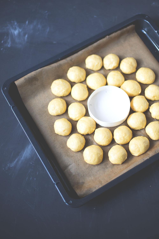 Rezept für herzhaften Brioche-Kranz mit Camembert | moeyskitchen.com