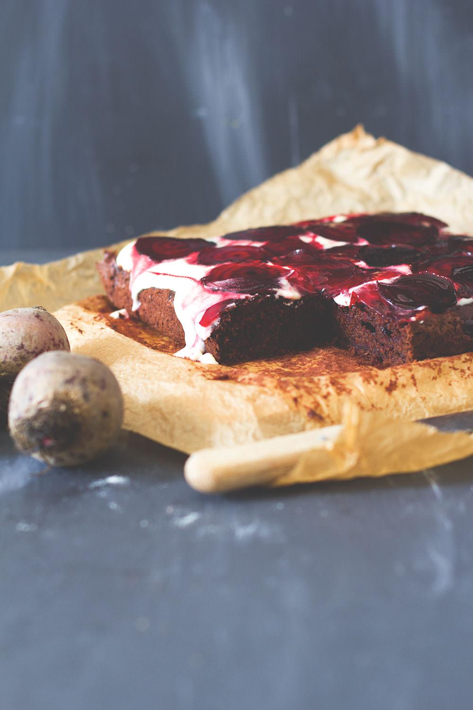 Rezept für saftigen Rote-Bete-Schokoladen-Kuchen | moeyskitchen.com