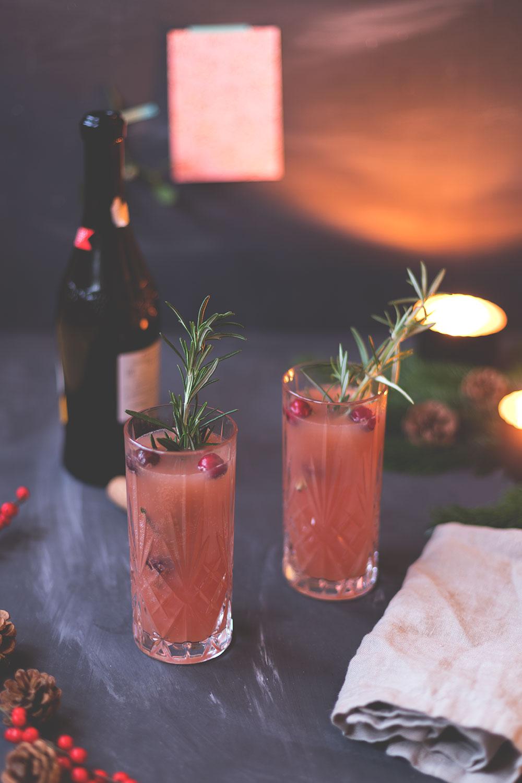 Weihnachtsmenü Aperitif: Cranberry Mimosa | Hüftgold & Lametta - Das Foodblogger-Weihnachtsmenü 2017 | moeyskitchen.com