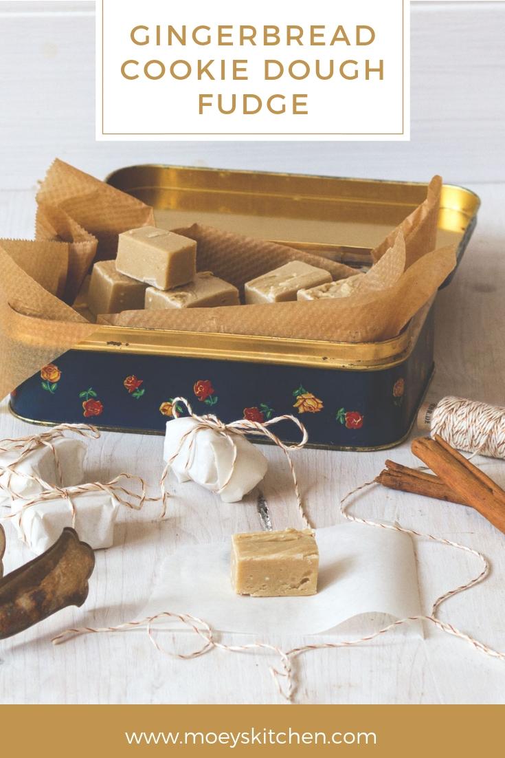 Rezept für leckeres Gingerbread Cookie Dough Fudge | roher Keksteig mit Lebkuchen-Geschmack | moeyskitchen.com #fudge #cookiedough #weihnachten #xmas #gingerbread #lebkuchen #geschenk #weihnachtsplätzchen #rezepte #foodblog
