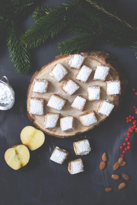 Rezept für leckeres Bratapfel-Stollen-Konfekt | Weihnachtsplätzchen aus dem Thermomix | Backen mit Thermomix | moeyskitchen.com #weihnachtskekse #weihnachtsplätzchen #weihnachten #backen #stollenkonfekt #bratapfel #stollen #weihnachtsbäckerei #foodblog #thermomix #rezept