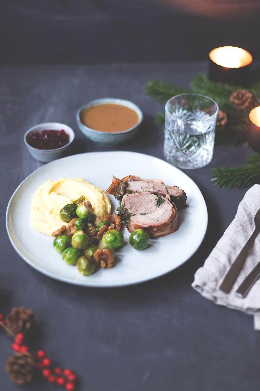 Truthahn-Rollbraten mit Gravy und Cranberrysauce, Cider-Rosenkohl und Garlic Mashed Potatoes | moeyskitchen.com