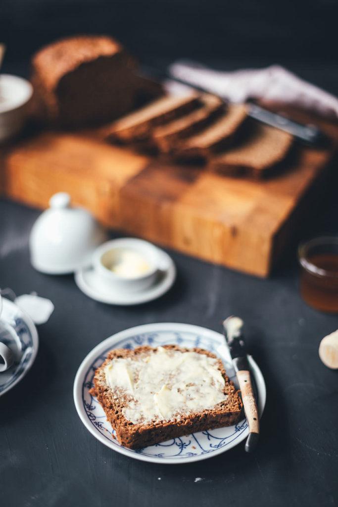 Rezept für Honigkuchen | saftiges Brot zum Frühstück oder am Nachmittag | moeyskitchen.com #honigkuchen #brot #frühstück #gebäck #foodblogger #rezepte