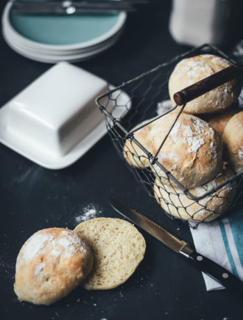 Rezept für knusprige Kartoffelbrötchen | moeyskitchen.com #brötchen #backen #brotbacken #frühstück #kartoffelbrötchen #kartoffeln #thermomix #thermomixrezepte #rezepte #foodblogger #sonntagsfrühstück