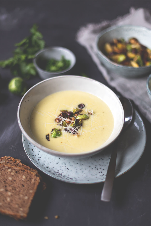 Rezept für Rosenkohl-Creme-Suppe | Saisonal schmeckt's besser! | moeyskitchen.com