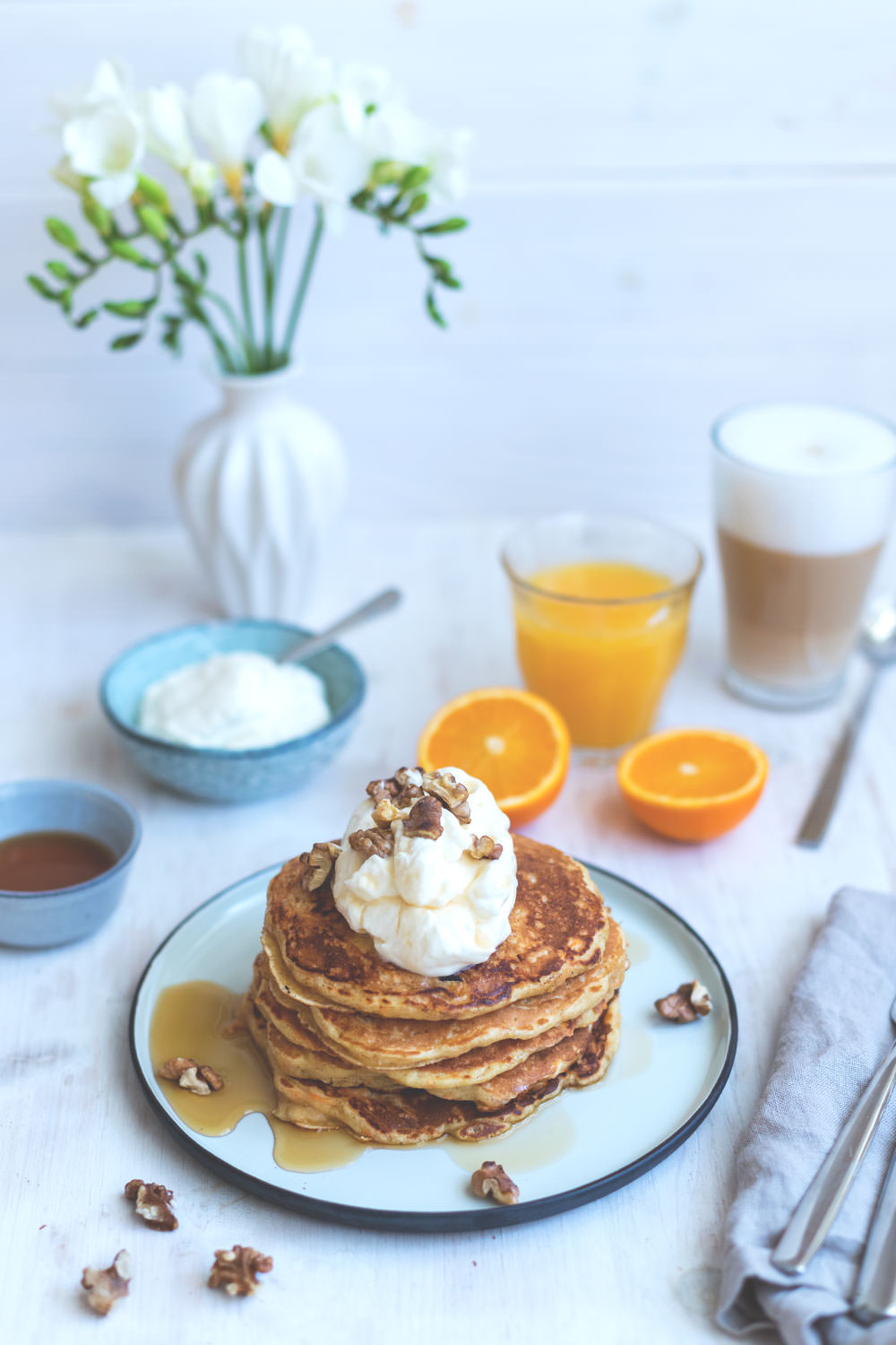 the sunday breakfast club carrot cake pancakes moey 39 s kitchen foodblog. Black Bedroom Furniture Sets. Home Design Ideas