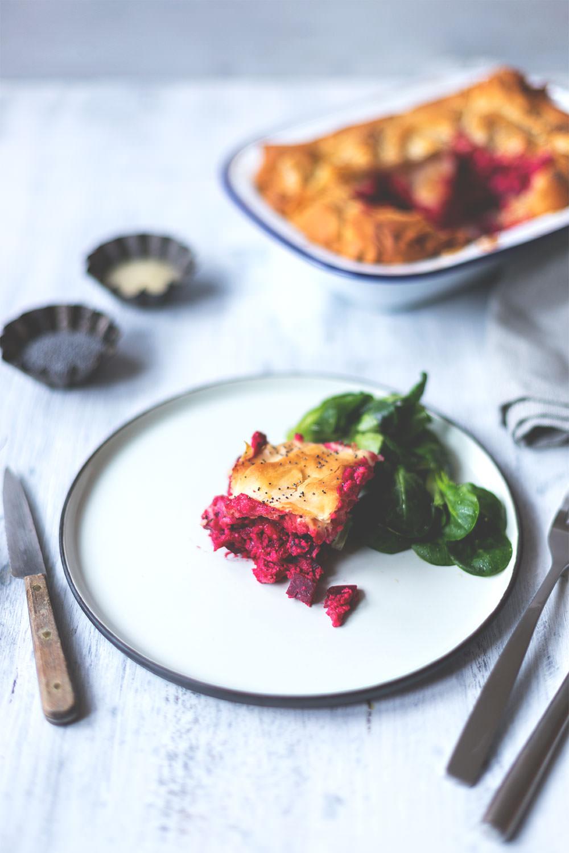 Rezept für Rote Bete Spanakopita (Filoteig-Pastete mit Rote Bete, Ricotta und Feta) | Saisonal schmeckt's besser! | moeyskitchen.com