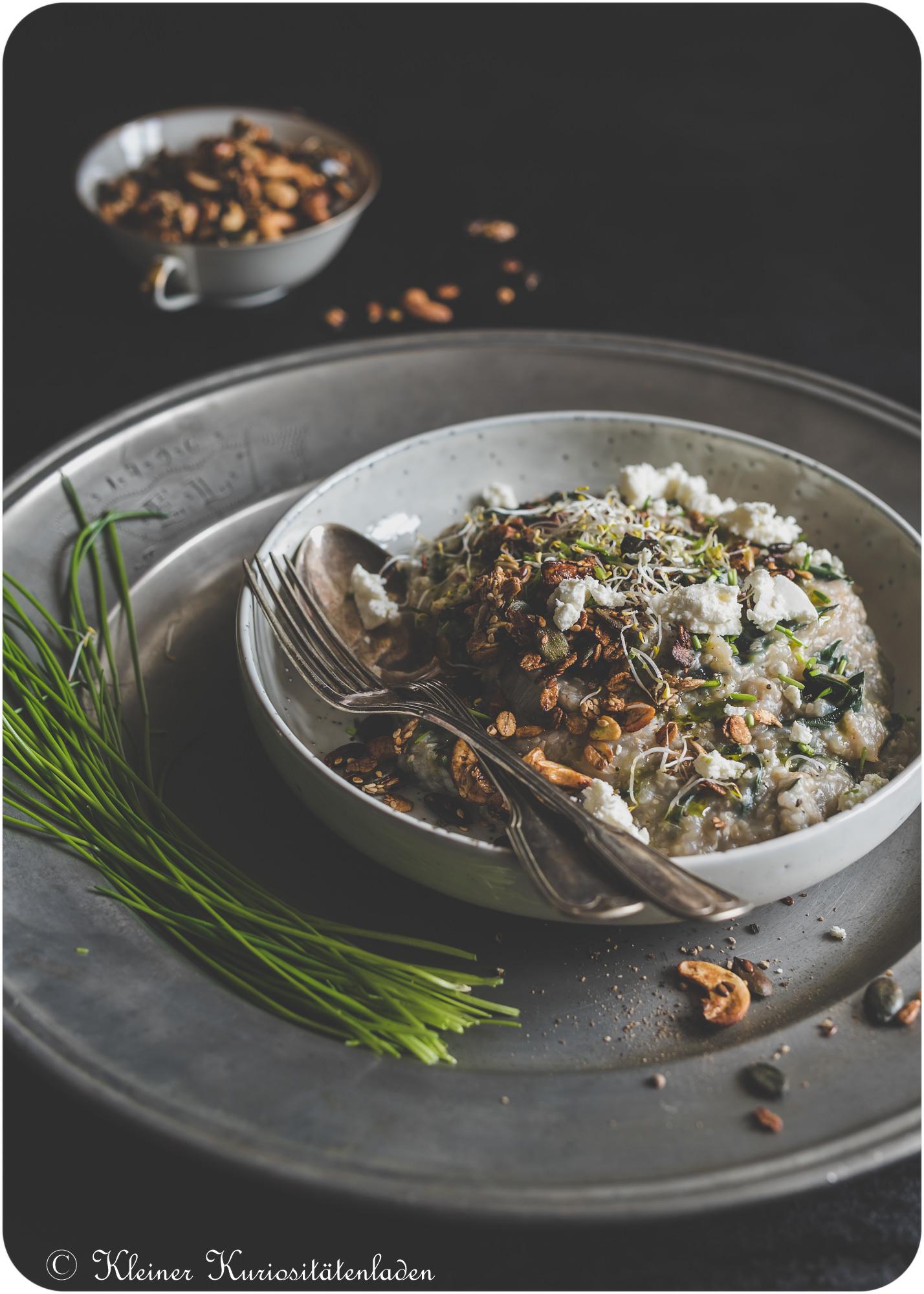 Herzhaftes Porridge mit Mangold und Granolatopping von Kleiner Kuriositätenladen