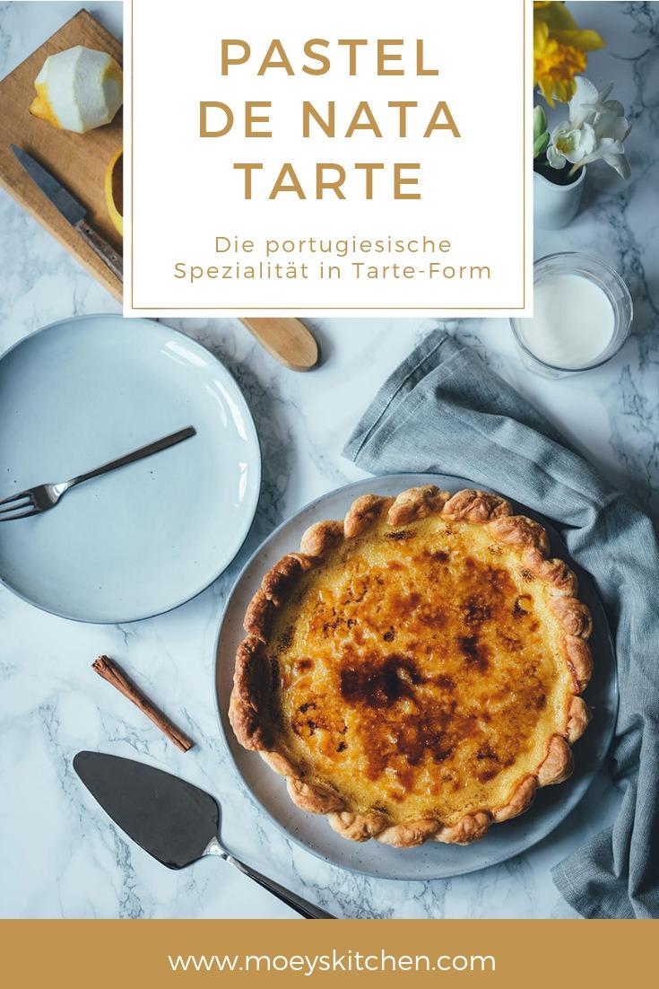 Rezept für Pastel de Nata Tarte | die portugiesische Spezialität Pasteis de Nata jetzt als leckere Tarte genießen | passt perfekt zu Frühling und Ostern - eine leckere Dessert-Idee | moeyskitchen.com #pasteldenata #pasteisdenata #tarte #frühling #ostern #osterkaffee #osterbrunch #rezepte #foodblogger