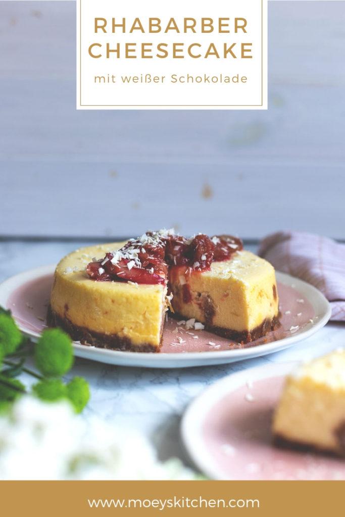 Rezept für Rhabarber-Cheesecake mit weißer Schokolade | gedämpfter Käsekuchen aus dem Thermomix® Varoma® | moeyskitchen.com #thermomix #tm5 #tm6 #tm31 #varoma #thermi #thermomixvaroma #cheesecake #käsekuchen #rhabarber #rezepte #foodblogger